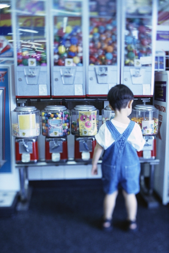 Kid_in_candy_store